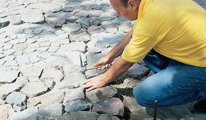 KROK XI - Układanie nawierzchni z kamienia polnego