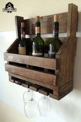 Półka na wino i kieliszki